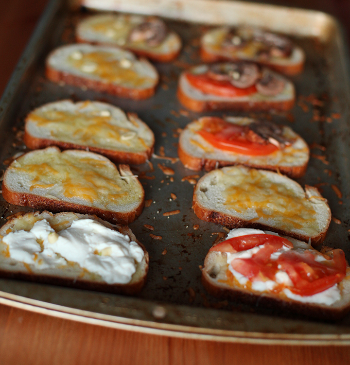 Cheese Garlic Tomato Crostiis
